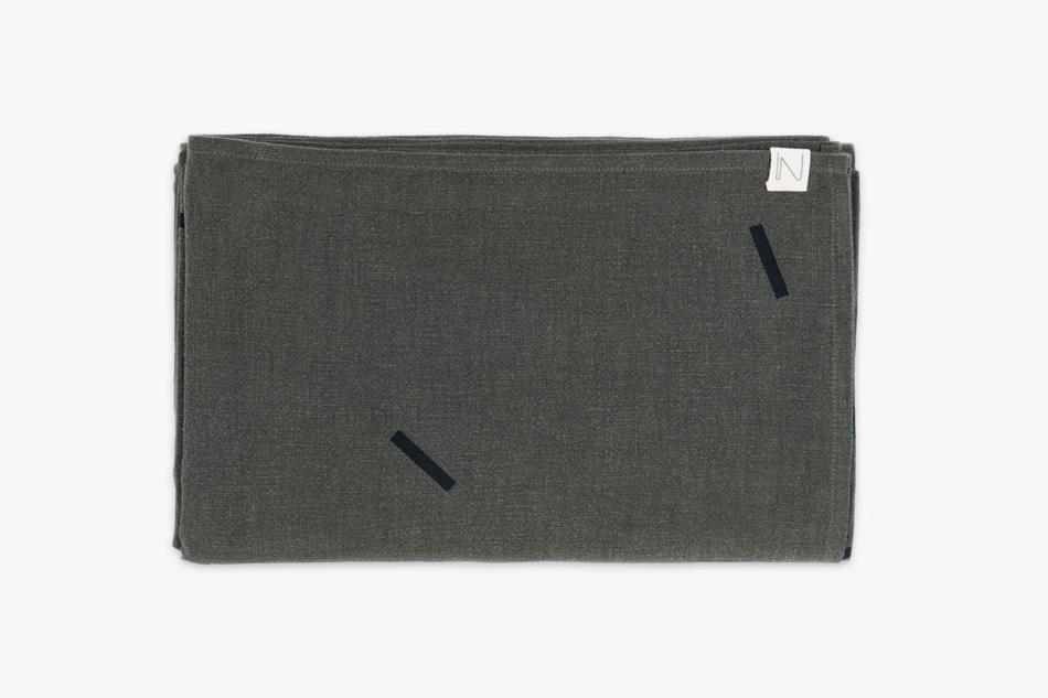 graytablecloth240_greenlinen