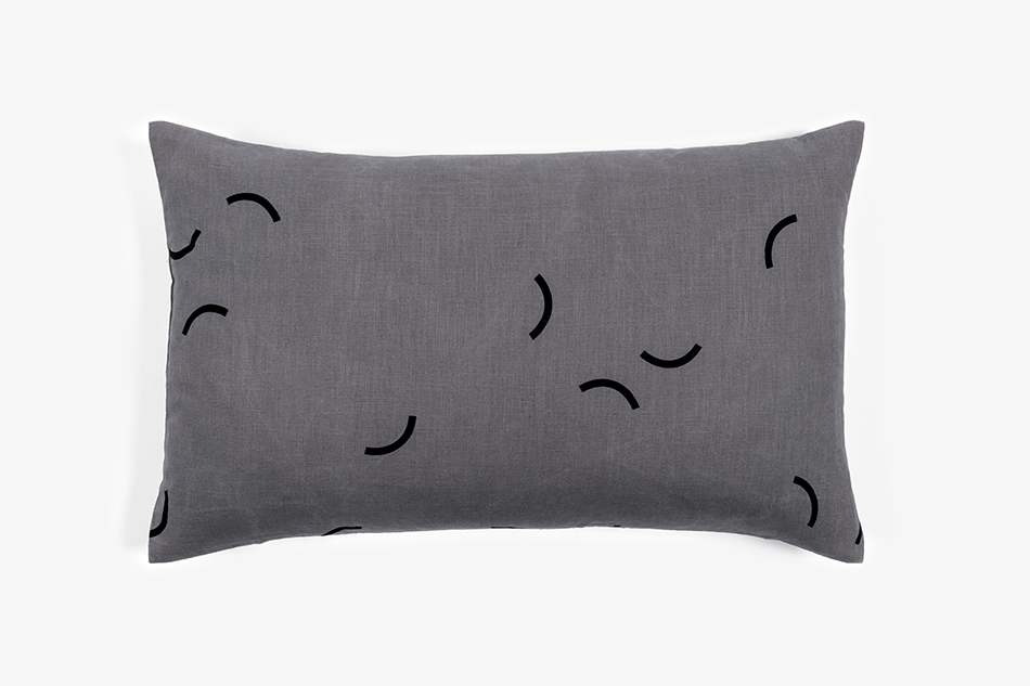 GRAY_Cushion_65x45_GrayLinen_BlackSmiles